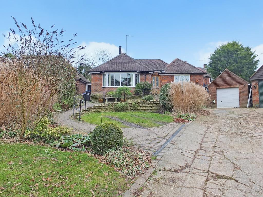 3 Bedrooms Bungalow for sale in Fairfield Close, Ardingly, RH17