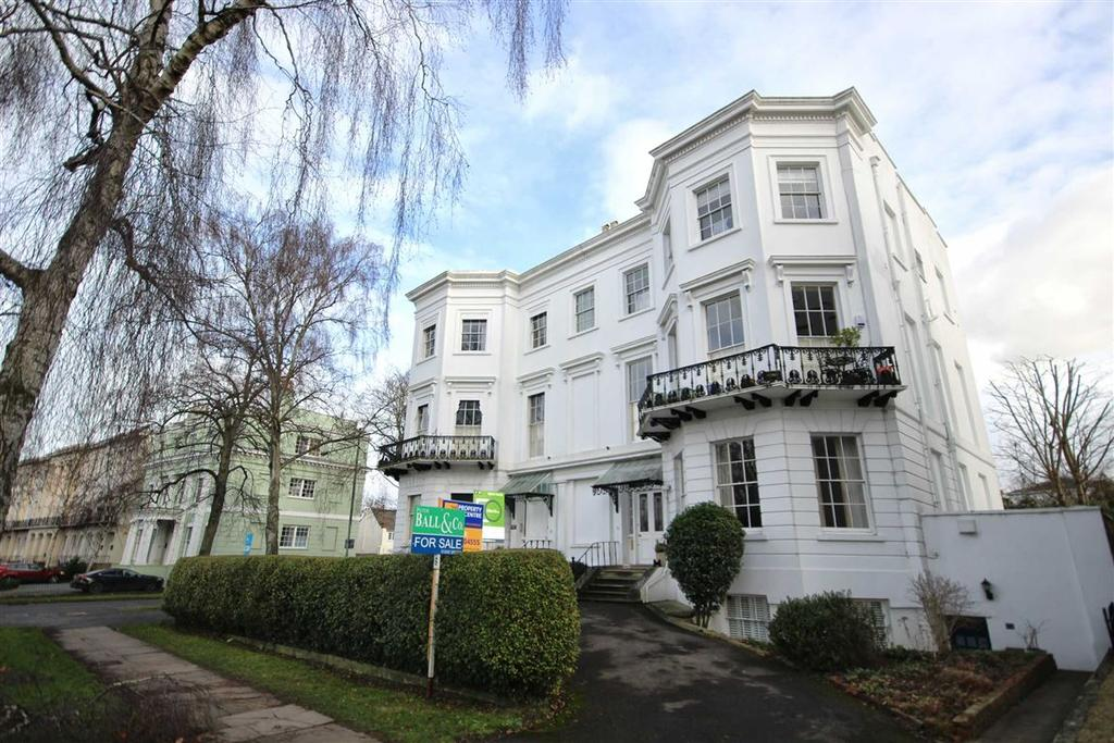 1 Bedroom Flat for sale in Pittville Lawn, Pittville, Cheltenham, GL52