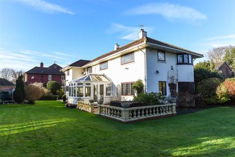 4 bedroom detached house for sale - North Close, Havant