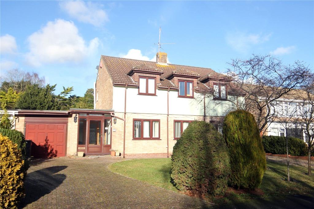 4 Bedrooms Detached House for sale in Holmhurst Avenue, Highcliffe, Christchurch, Dorset, BH23