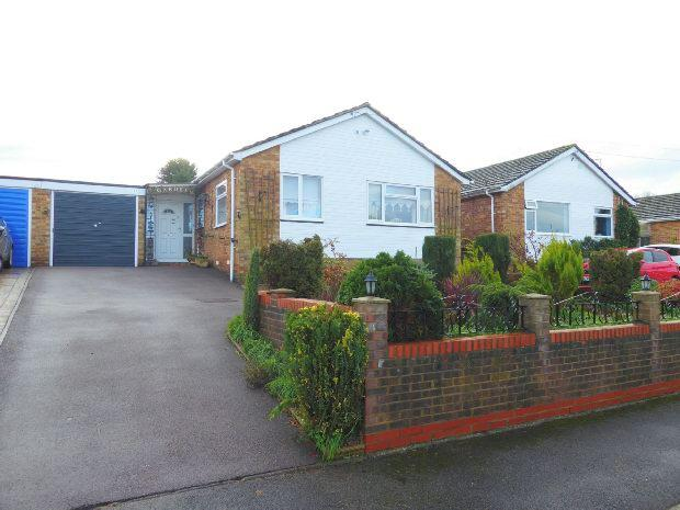 3 Bedrooms Detached Bungalow for sale in St Johns Way, Hempton