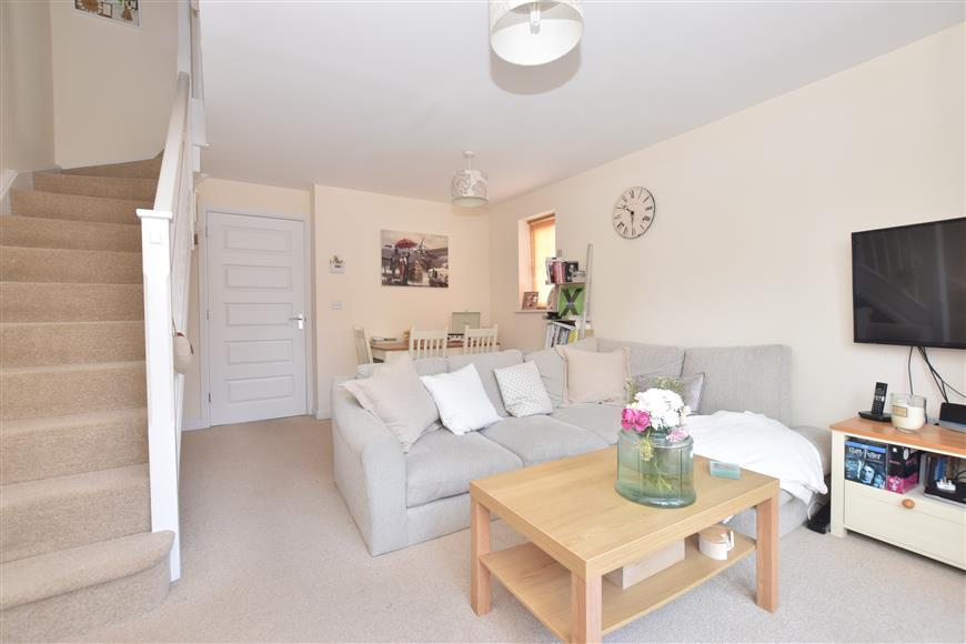2 Bedrooms Semi Detached House for sale in Blackberry Copse, Bognor Regis, West Sussex