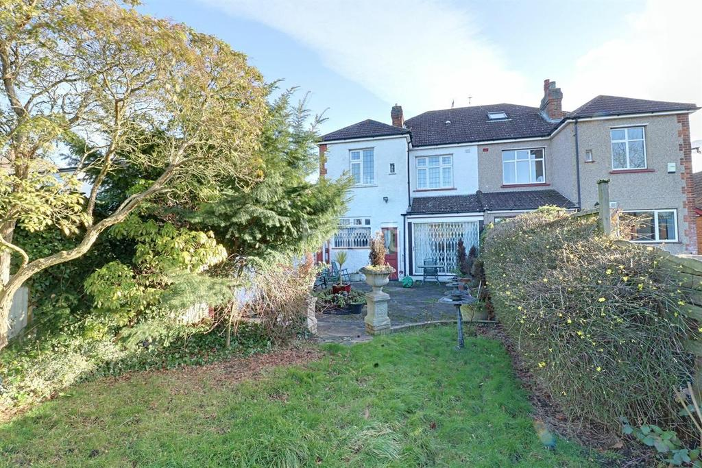 4 Bedrooms Semi Detached House for sale in Hayes End