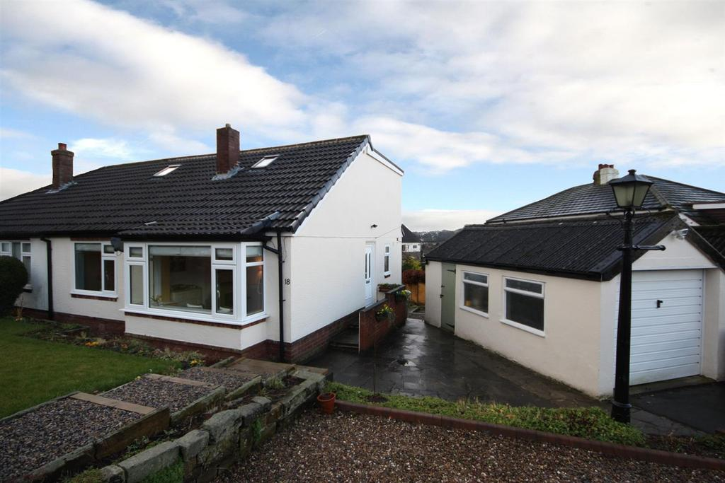 3 Bedrooms Semi Detached Bungalow for sale in Hillside Avenue, Guiseley, Leeds