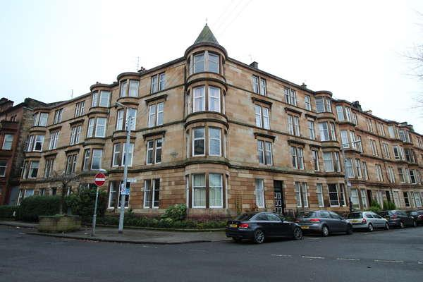 3 Bedrooms Flat for sale in 1/2, 19 Woodlands Drive, Glasgow, G4 9DN