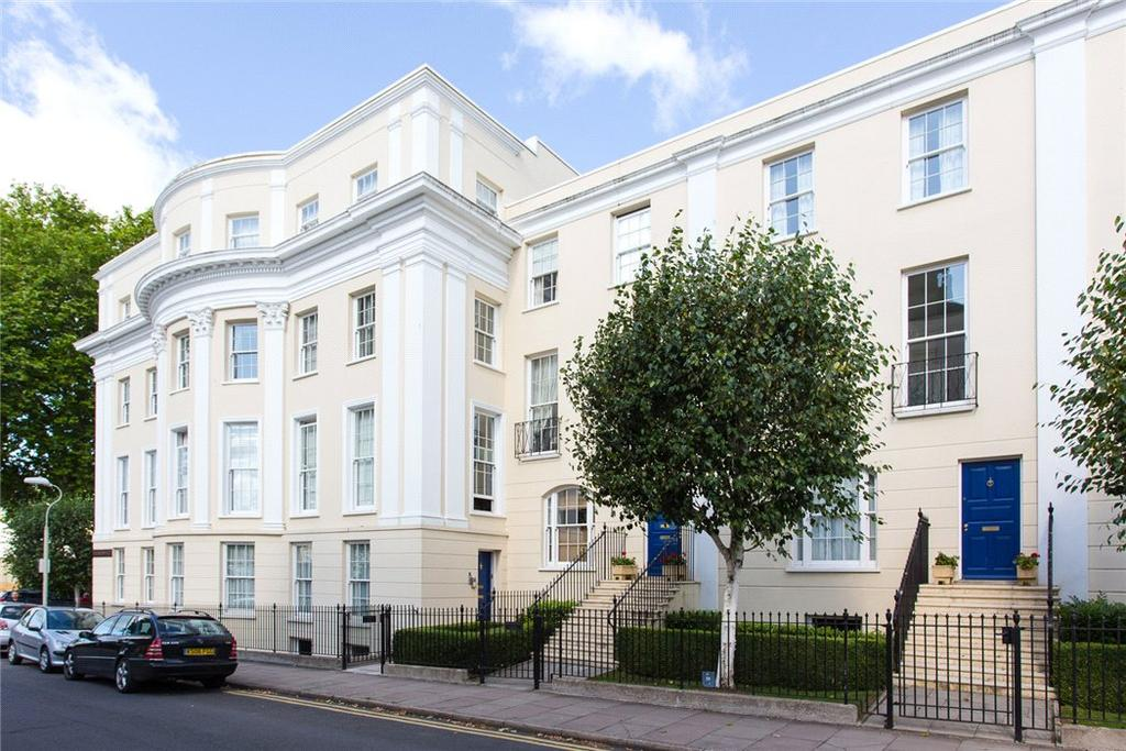 3 Bedrooms Flat for sale in Wellington Place, Priory Street, Cheltenham, Gloucestershire, GL52