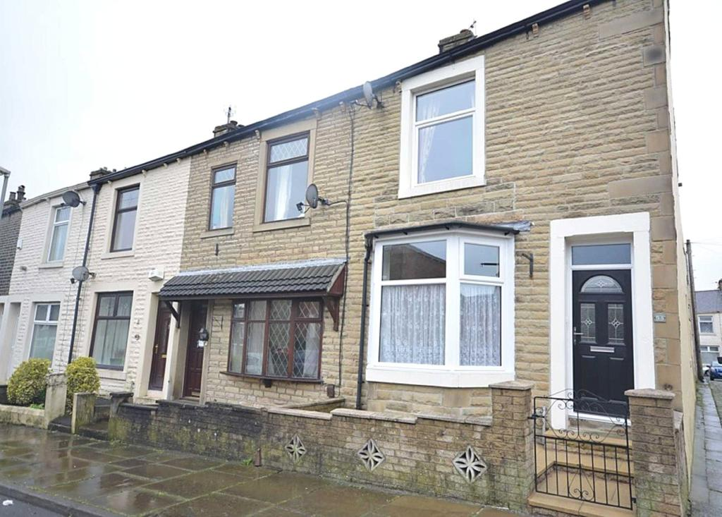 2 Bedrooms End Of Terrace House for sale in Marlborough Road, Accrington, Lancashire, BB5