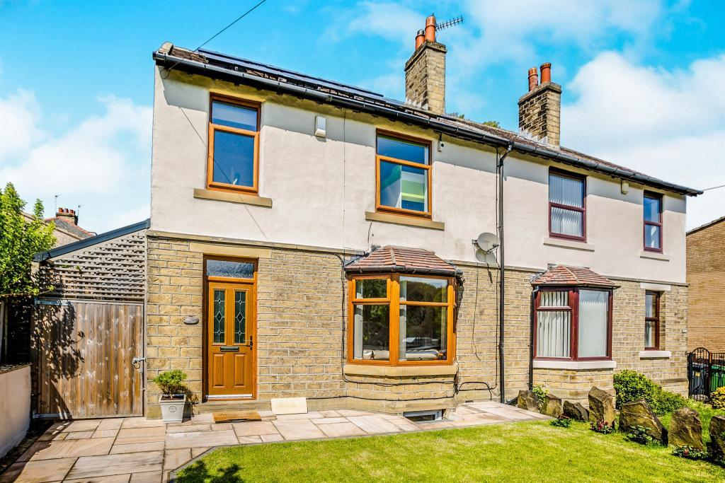 4 Bedrooms Semi Detached House for sale in 292 Newsome Road, Huddersfield HD4 6NA