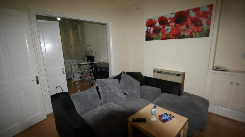 3 Bedrooms Terraced House for rent in Gladstone Avenue, Wood Green, London, N22 6JU