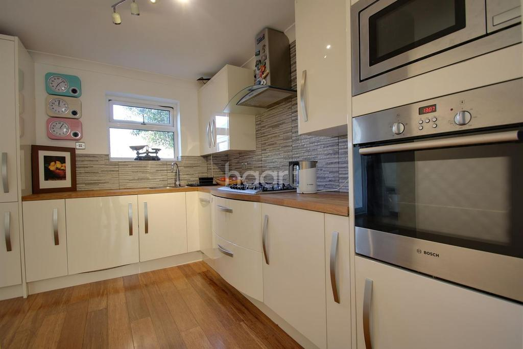 3 Bedrooms Semi Detached House for sale in Chatsworth Avenue, Northampton