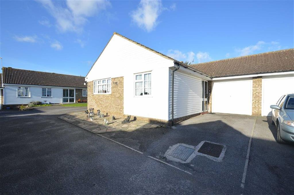 2 Bedrooms Detached Bungalow for sale in Highcliff Crescent, Ashingdon, Essex
