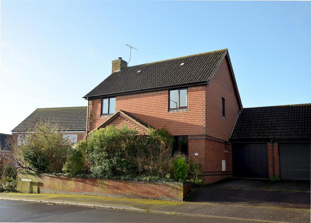 4 Bedrooms Detached House for sale in Broomcroft Road, Pewsey