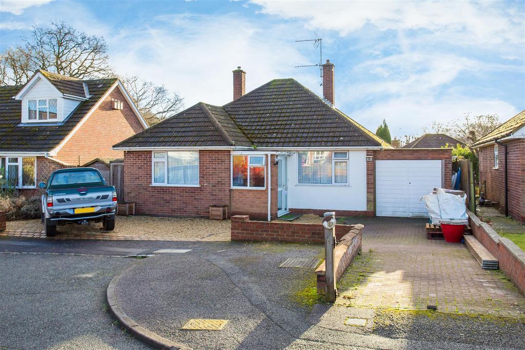 2 Bedrooms Detached Bungalow for sale in Sedgmoor Gardens, Flackwell Heath