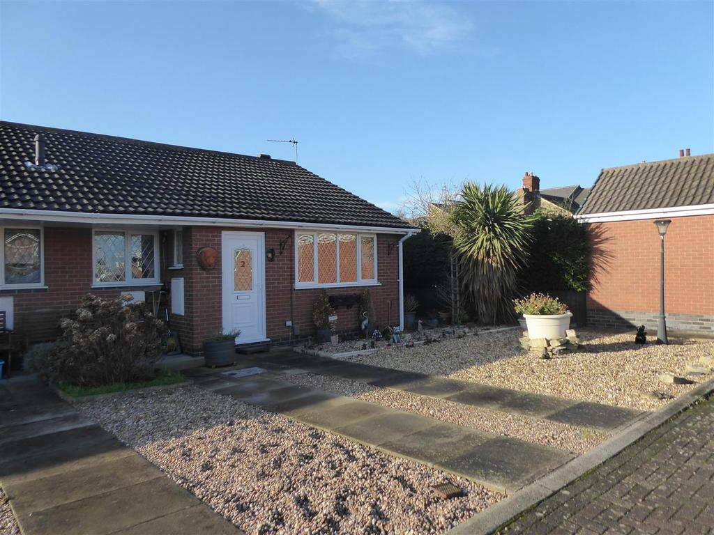 2 Bedrooms Terraced Bungalow for sale in Suggitts Orchard, Cleethorpes