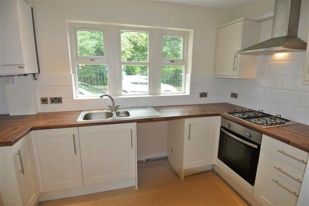 2 Bedrooms Flat for rent in Beverley Place, Boothtown, Halifax, HX3