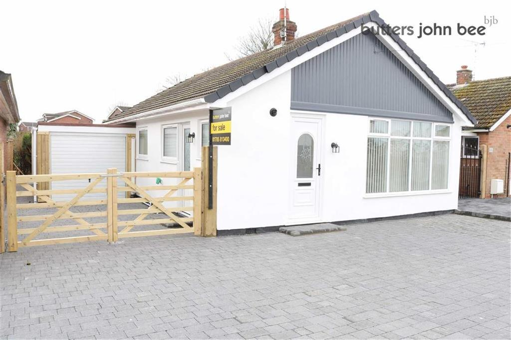 2 Bedrooms Detached Bungalow for sale in Stuart Close North, Stone, Staffordshire