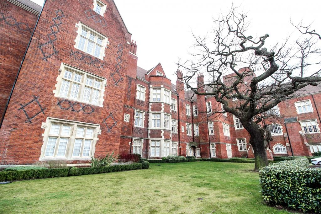 2 Bedrooms Apartment Flat for sale in London Court, The Galleries, Warley, Brentwood, Essex, CM14