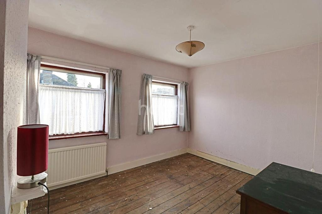 3 Bedrooms Semi Detached House for sale in Honiton Road, Romford