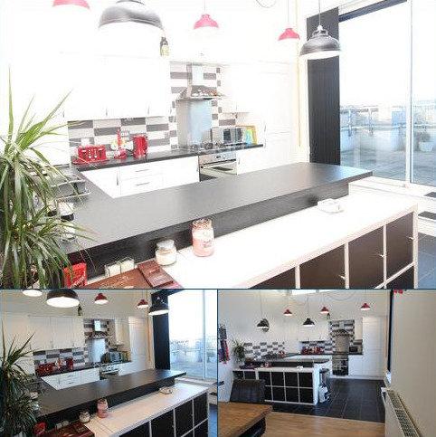 3 bedroom flat to rent - Watkin Road, Freemans Meadow