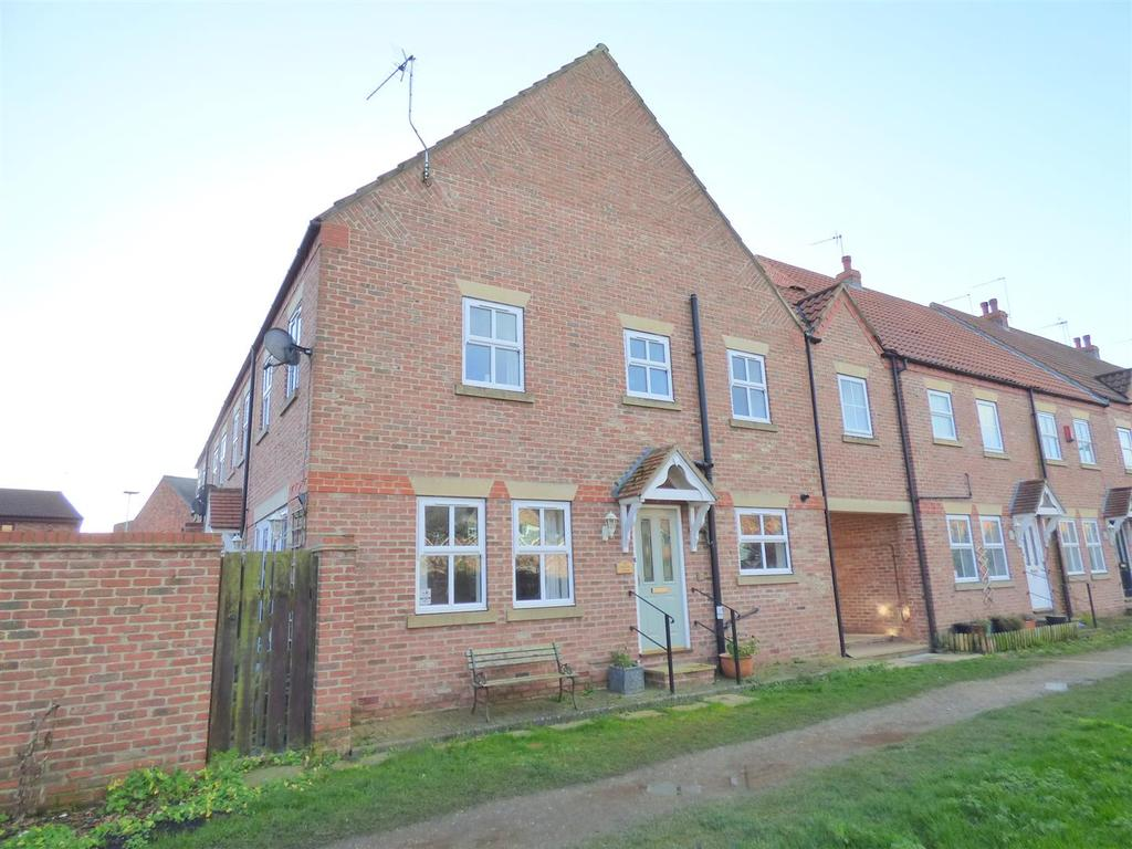 3 Bedrooms Town House for sale in Marin Court, Beverley, East Yorkshire, HU17 0UH