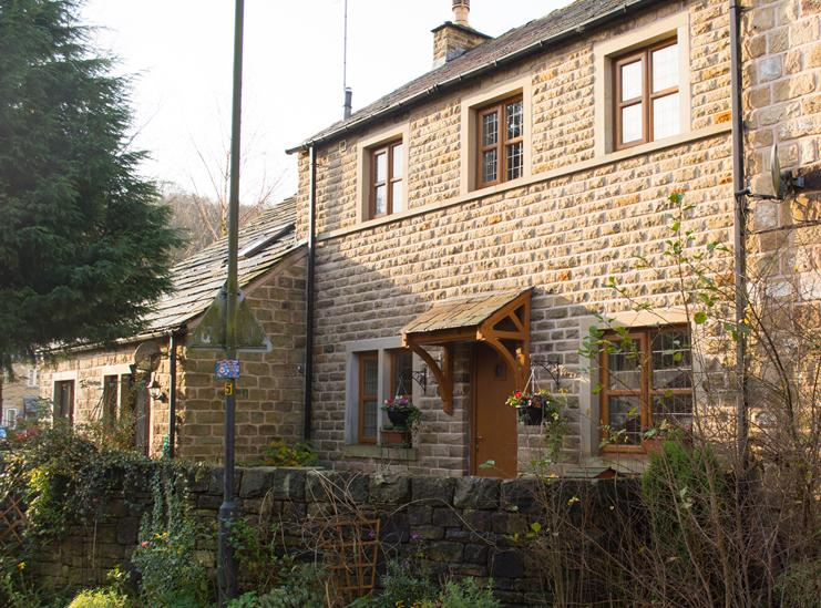2 Bedrooms Terraced House for sale in Walk Mill, Dobcross OL3