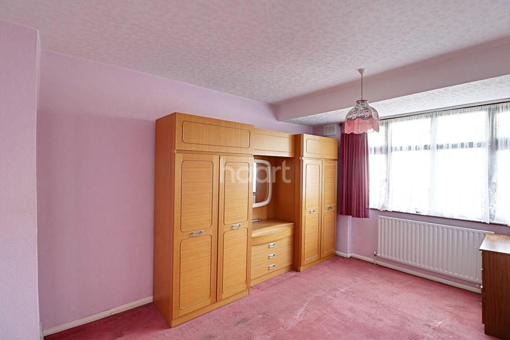 3 Bedrooms End Of Terrace House for sale in Valentines Way, Rush Green, Romford