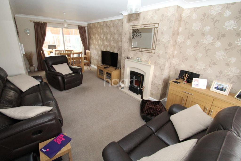 3 Bedrooms End Of Terrace House for sale in Waveney Drive, Chelmsford