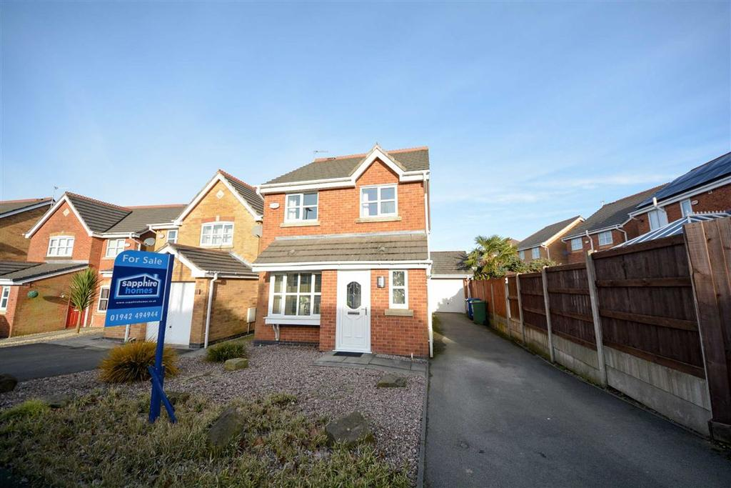 3 Bedrooms Detached House for sale in Rockingham Drive, Hindley, Wigan, WN2