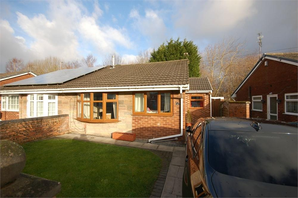 3 Bedrooms Semi Detached Bungalow for sale in Heathfield Avenue, Thatto Heath, ST HELENS, Merseyside