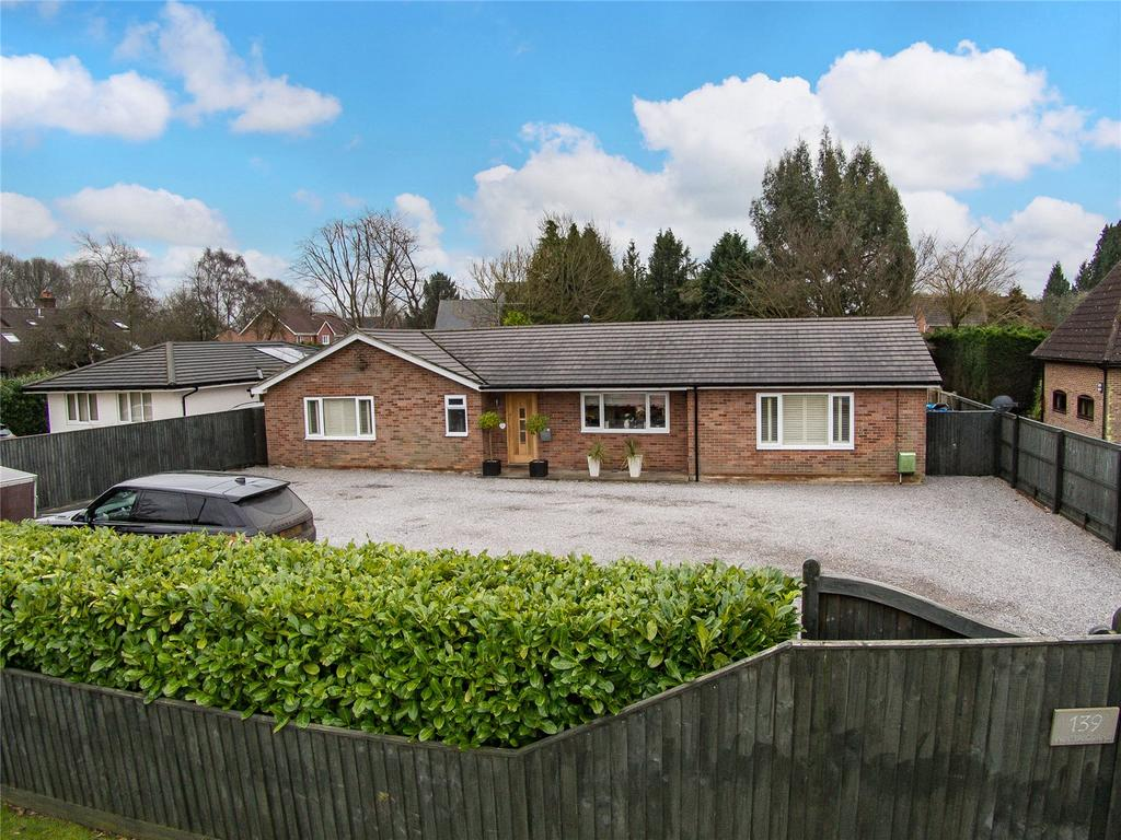 4 Bedrooms Detached Bungalow for sale in Winchester Road, Four Marks