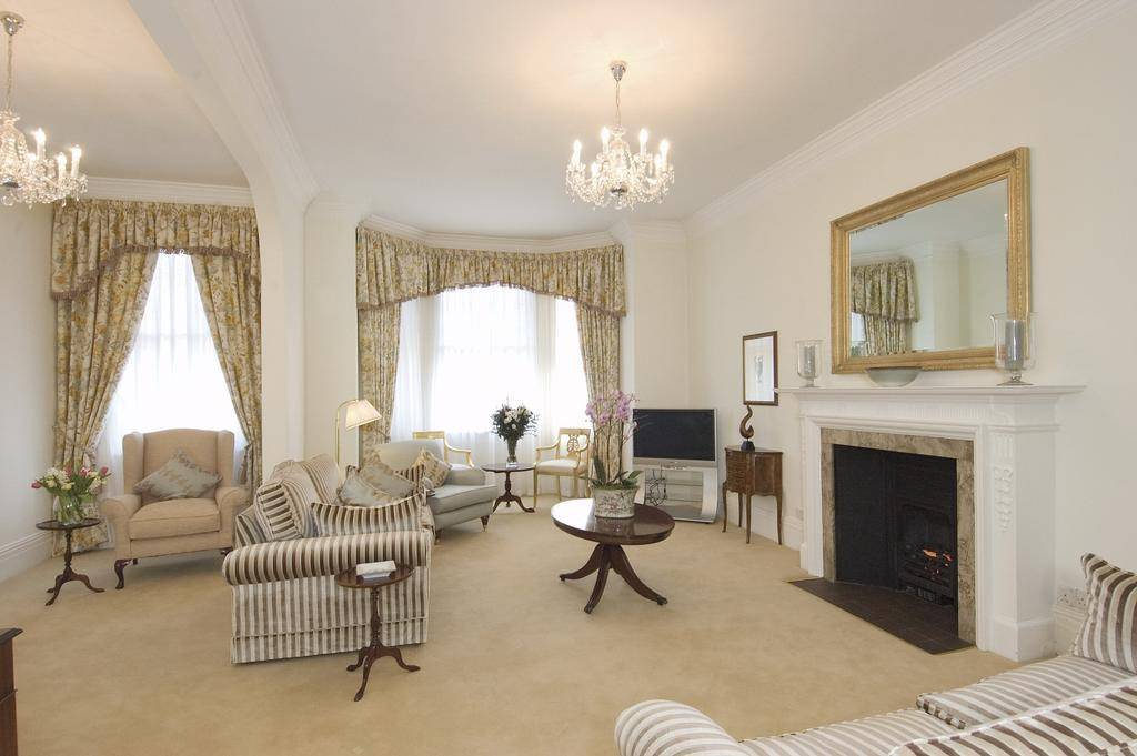 4 Bedrooms Flat for rent in HOUSE 50, LOWER SLOANE STREET