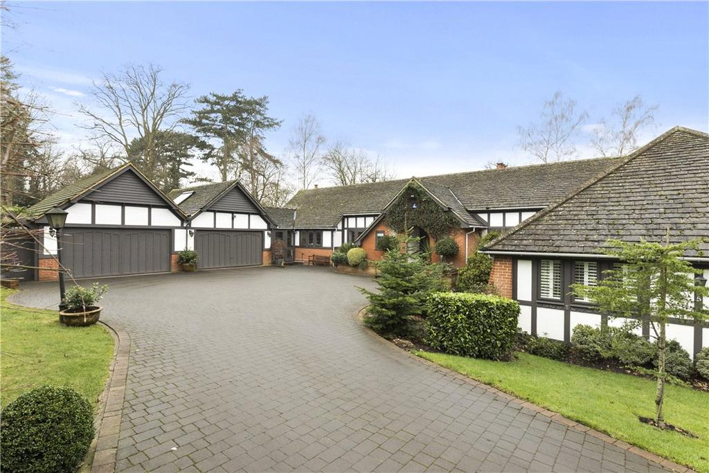 4 Bedrooms Bungalow for sale in Pond Close, Burwood Park, Walton-On-Thames, Surrey, KT12