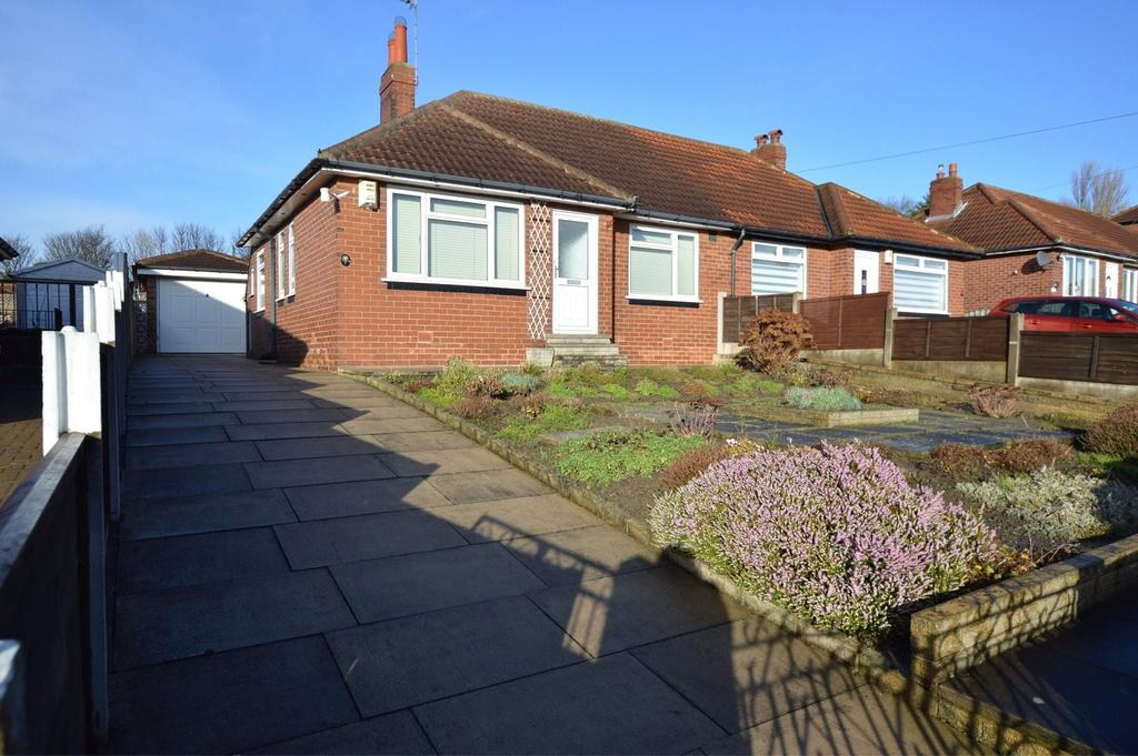 2 Bedrooms Semi Detached Bungalow for sale in Pinfold Mount, Leeds, West Yorkshire