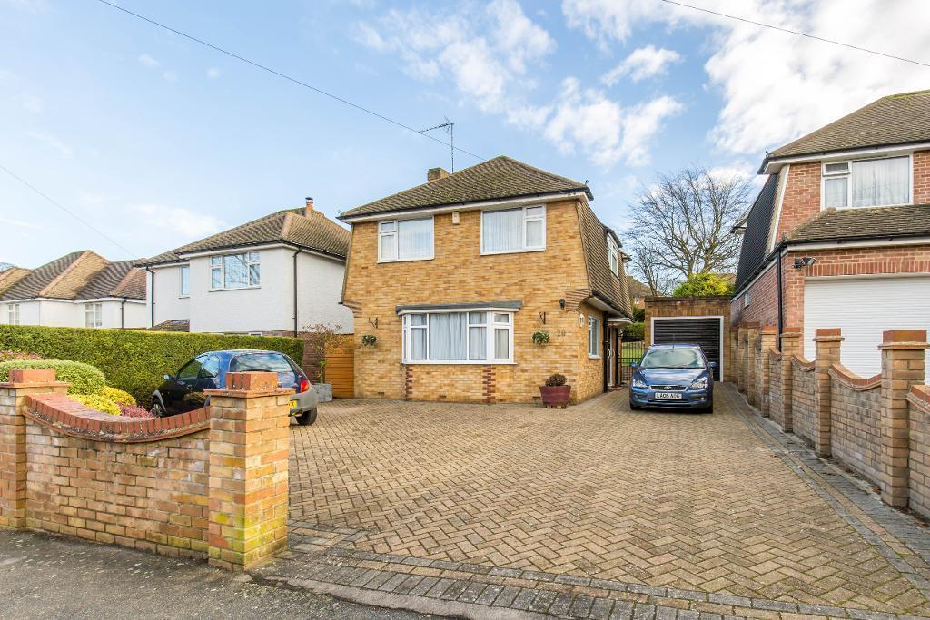 3 Bedrooms Detached House for sale in Elmfield Way, Sanderstead, Surrey, CR2 0ED