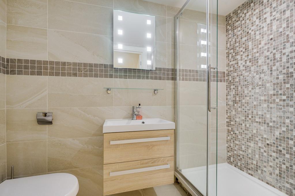Leven Bedroom 1 En Suite