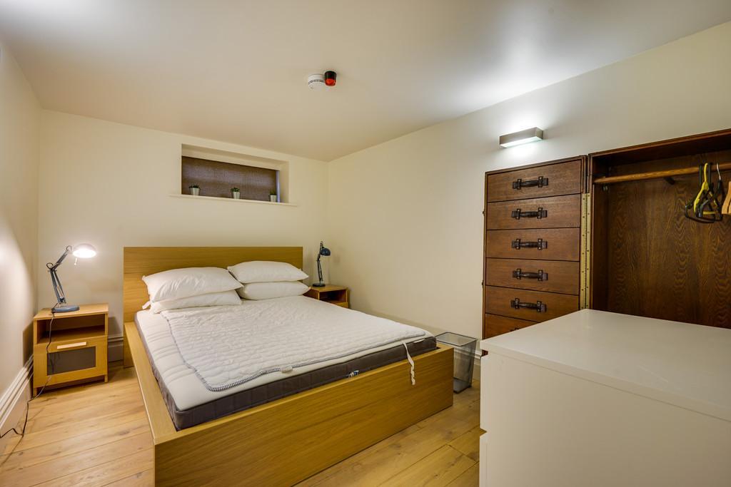 Leven Bedroom 3