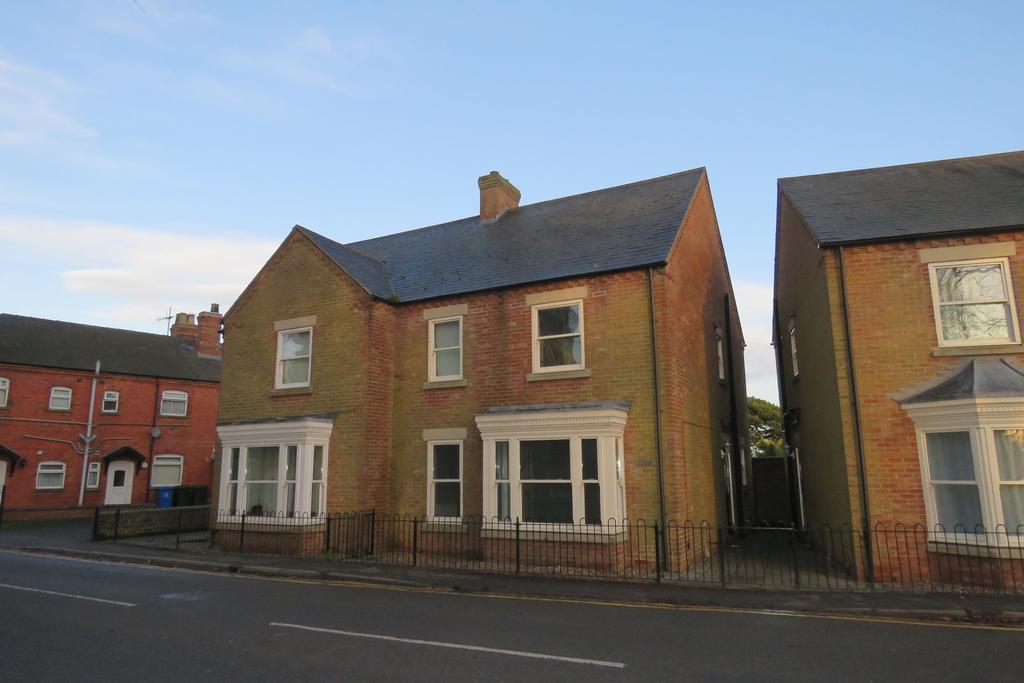 3 Bedrooms Semi Detached House for rent in Mowbray Mews, Swineshead, Boston