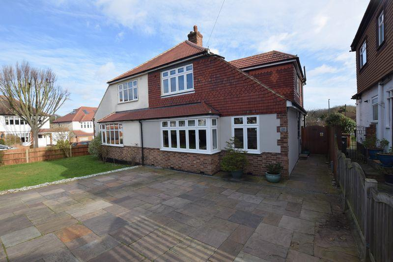 4 Bedrooms Semi Detached House for sale in Bladindon Drive, Bexley, DA5 3BW