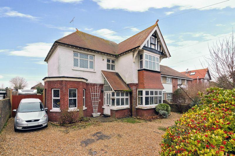 4 Bedrooms Detached House for sale in South Farm Road, Worthing
