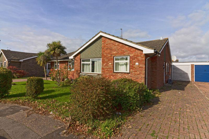 2 Bedrooms Bungalow for sale in Southwater Close, Worthing