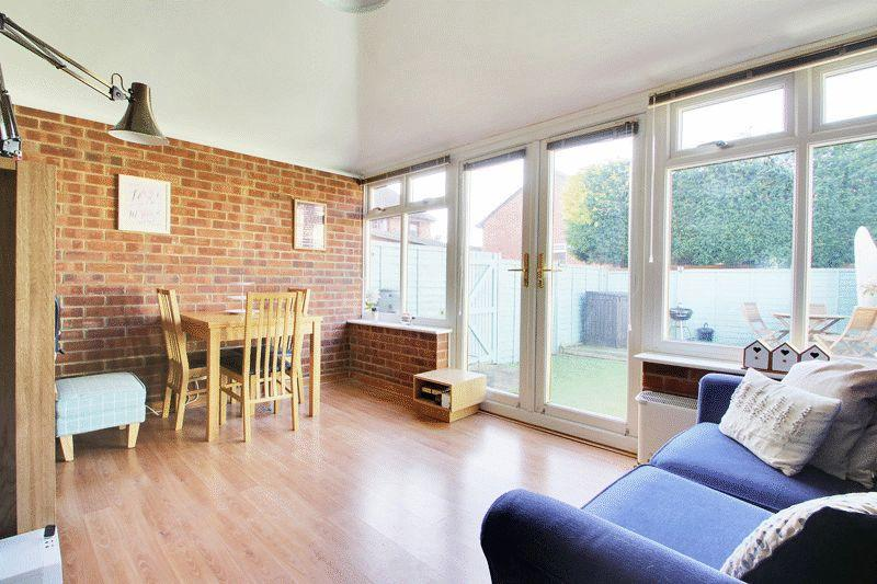 3 Bedrooms End Of Terrace House for sale in Charrington Way, Broadbridge Heath