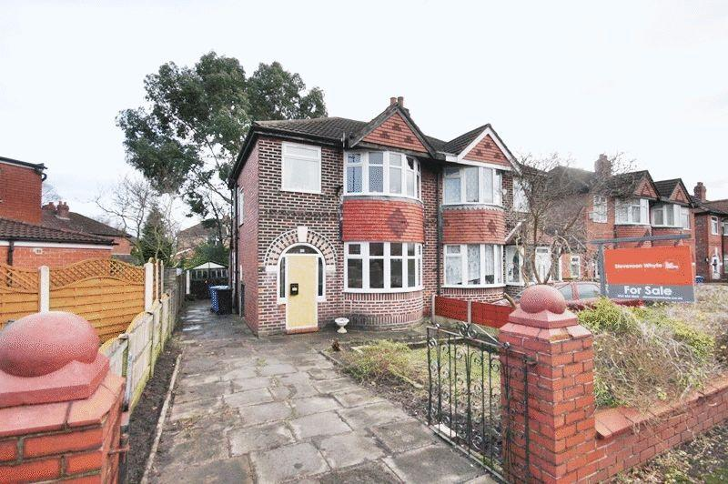 3 Bedrooms Semi Detached House for sale in Conway Road, Sale