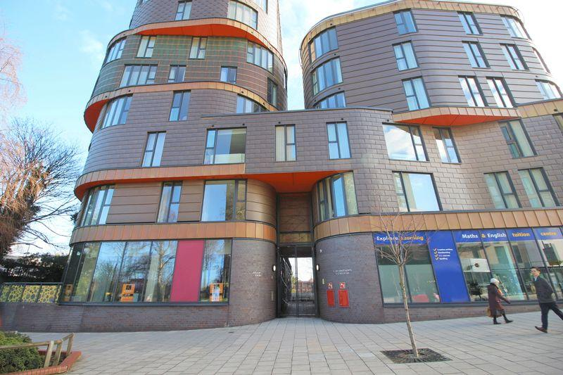 2 Bedrooms Flat for sale in Station Road, Sidcup, DA15 7AP