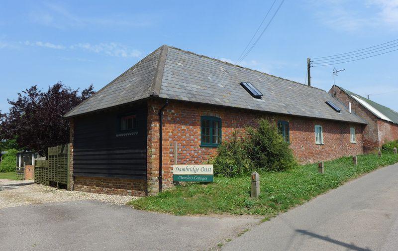 2 Bedrooms Unique Property for sale in Dambridge Farm Road, Wingham