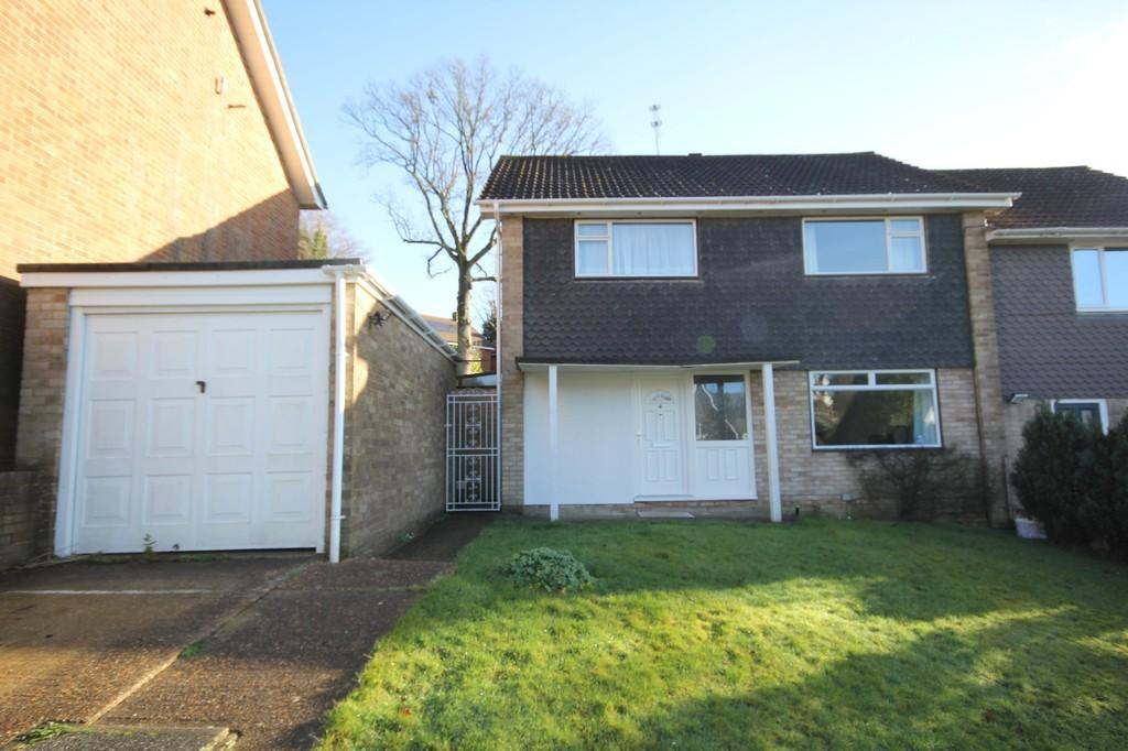 4 Bedrooms Semi Detached House for sale in Harecombe Rise, Crowborough