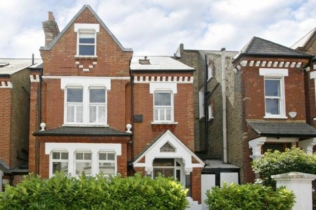 5 Bedrooms Terraced House for rent in Thurleigh Road, London, SW12