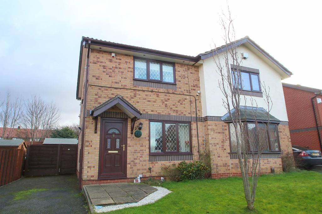 2 Bedrooms Semi Detached House for sale in Town Gate Drive, Flixton, Manchester, M41