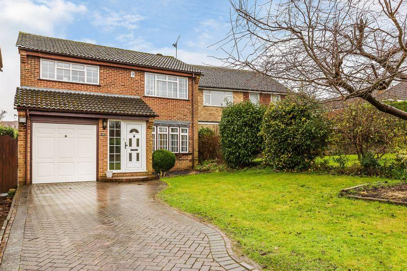 4 Bedrooms Detached House for sale in Grasmere Road, Farnham