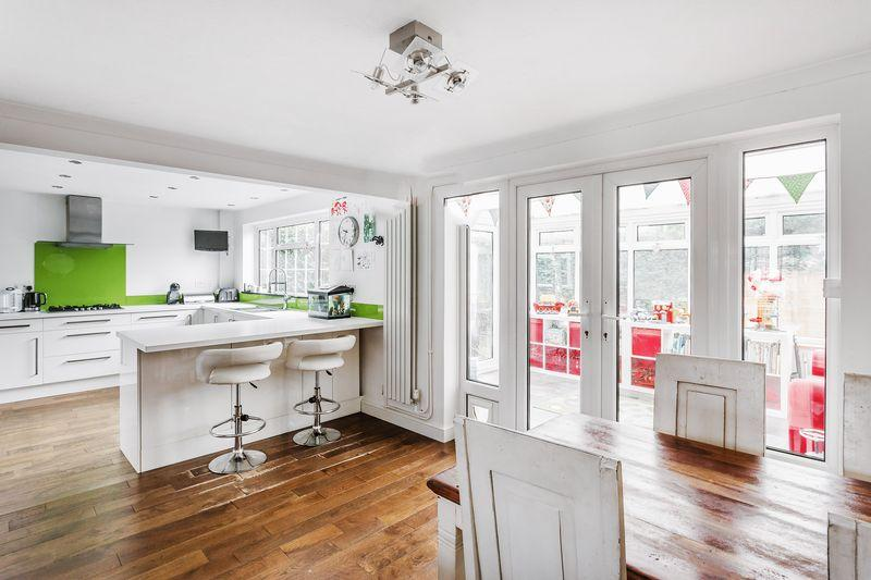 4 Bedrooms Detached House for sale in Grasmere Road, Farnham