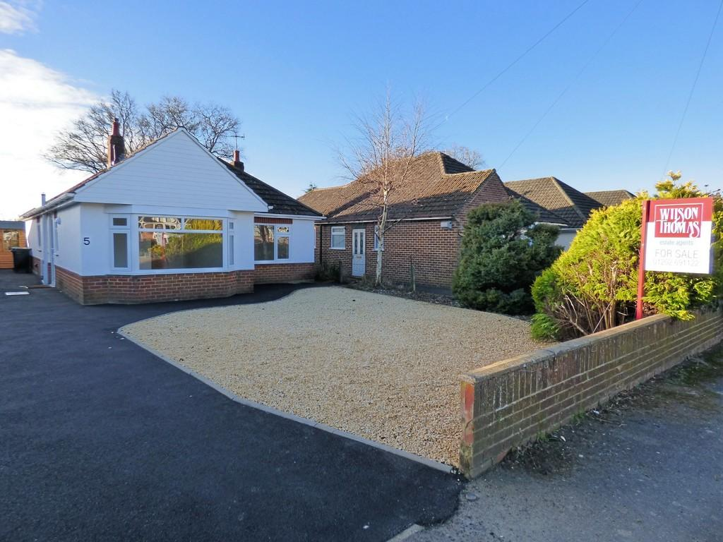 3 Bedrooms Detached Bungalow for sale in Broadstone/Poole Fringe